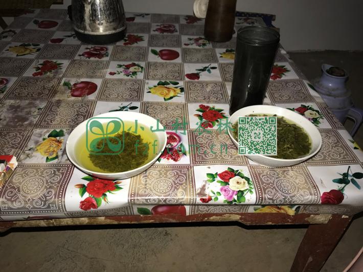 辛苦劳作完后,浓浓的大碗茶就是农民最好的饮料了。